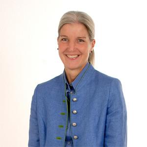 Karen Bernhardt - Ihre Expertin für Service in der Hotellerie und Gastronomie
